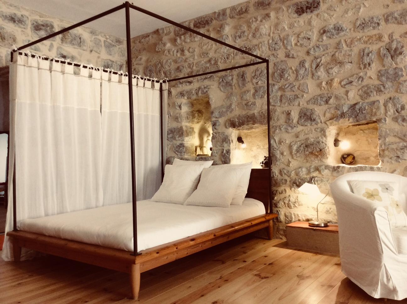 Lagrasse Gîte et Chambre d'Hôtes EstWest Espace Nuit 2 Lit 150 x 190