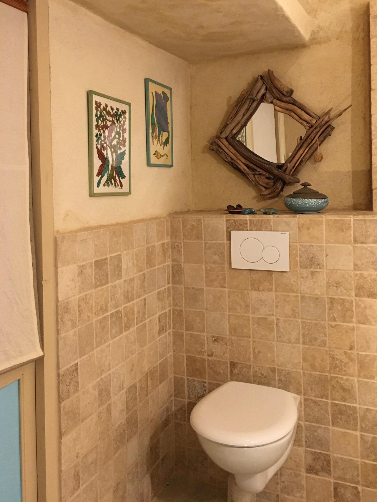 Lagrasse Gîte et Chambre d'Hôtes EstWest Salle d'Eau Toilettes